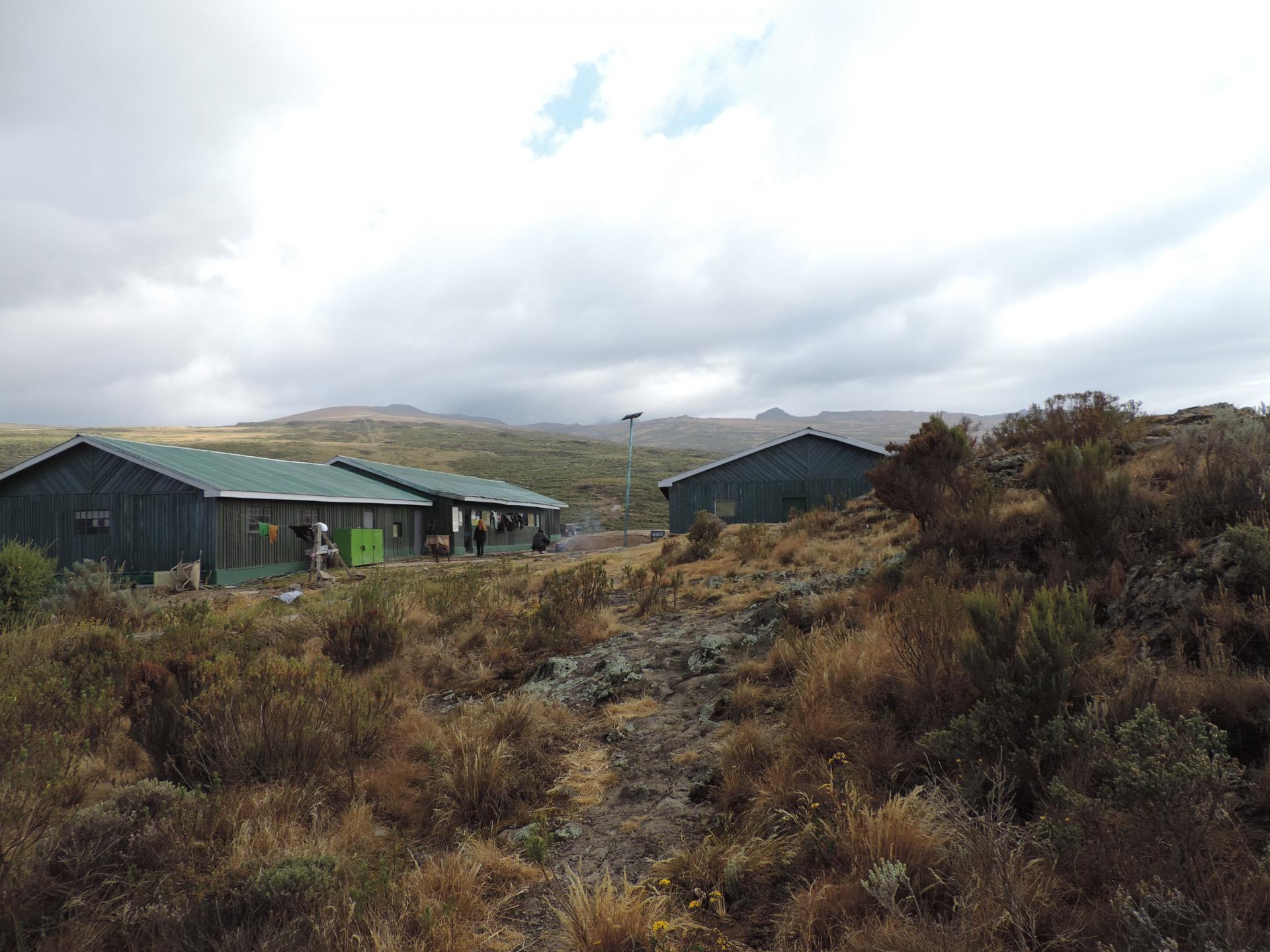 Chogoria Bandas, trekking trips Kenya, climbing mount Kenya, climbing Mount Kenya in Kenya, mount Kenya hiking, walking, route, trekking routes, yha Kenya travel, photos